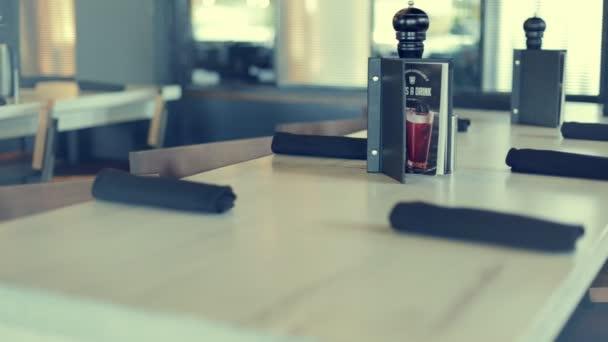 Zdobené stůl v restauraci café