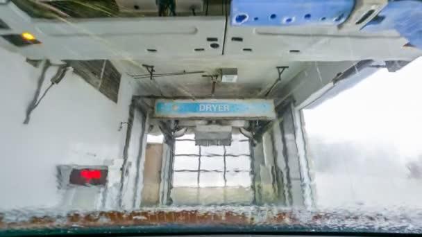 Bezdotykové mytí aut. Zpomalený pohyb