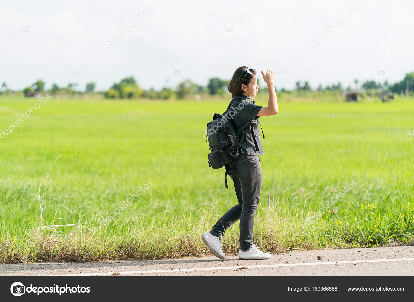 С рюкзаком у дороги фото велорюкзак фирмы снарежение
