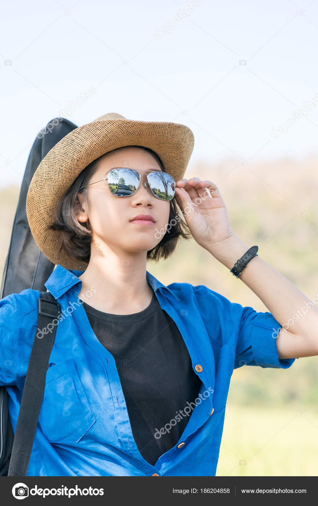 0a94c67295 woman wear hat walking and carry her guitar bag — Stock Photo ...