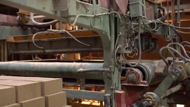 Průmysl. Pohled na výrobní stroje s kostkami