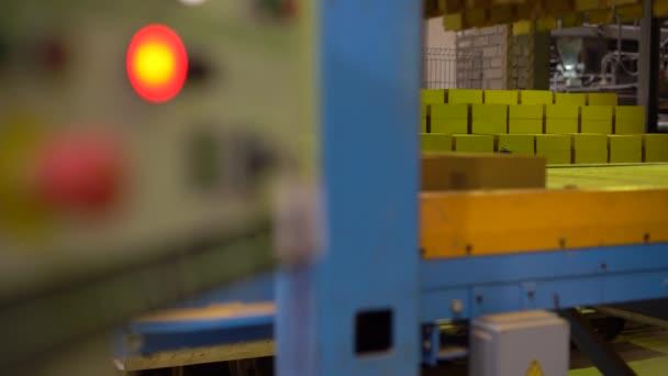 Cihlářský průmysl. Pohled na zařízení v dílně
