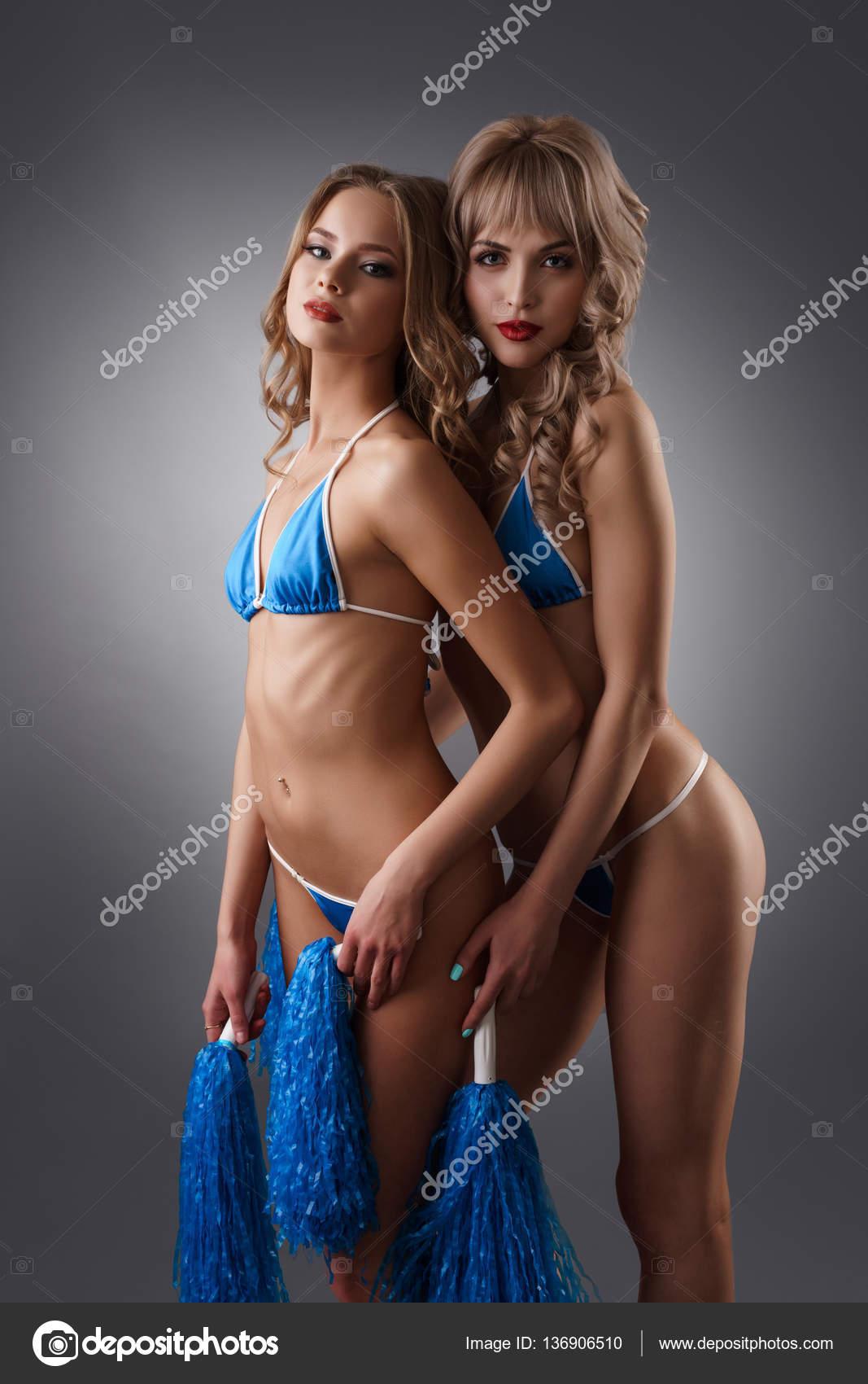 sexiga tjejer i bikini svesnk