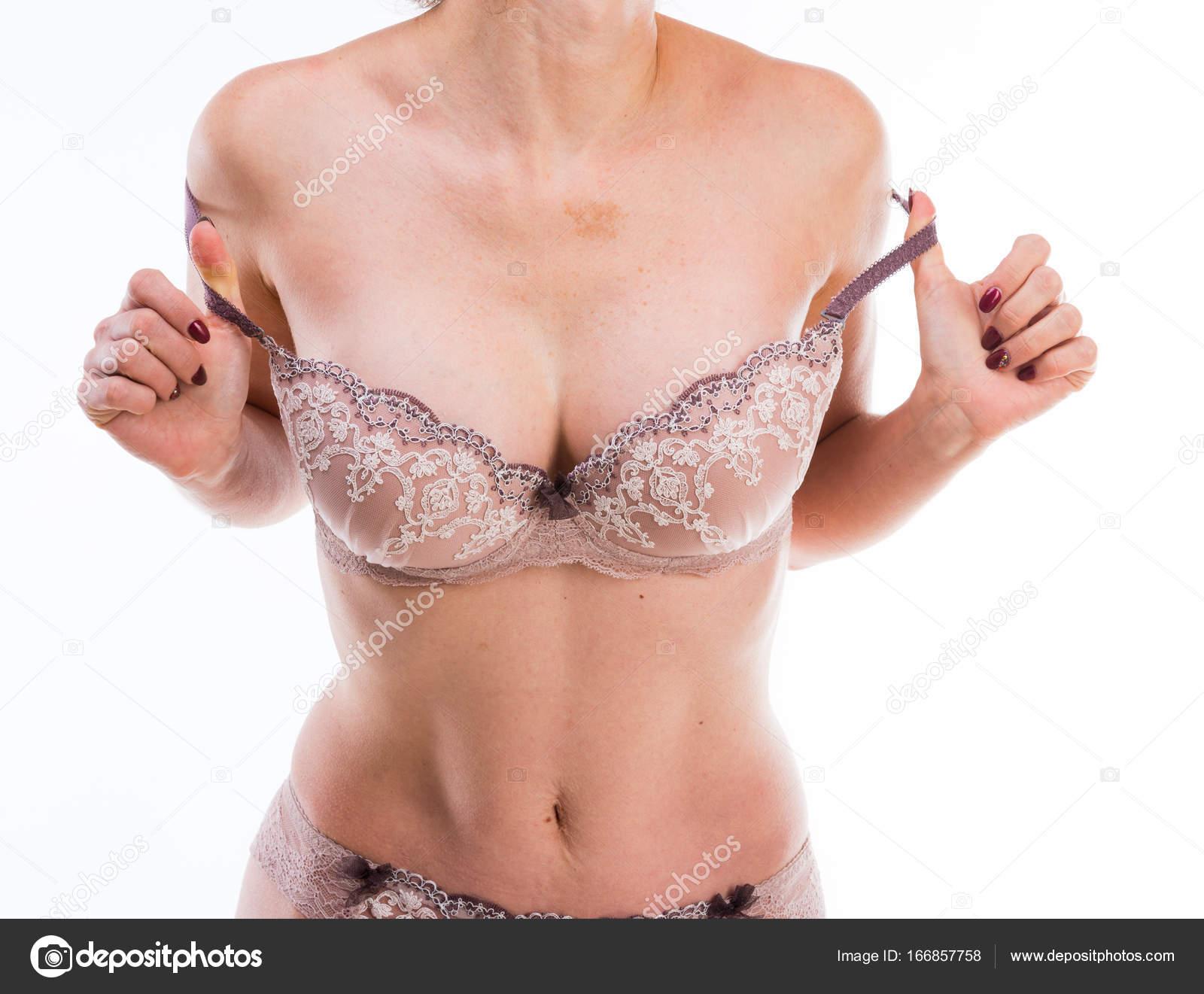 6b0fa61835c4c1 Mulher tirando o sutiã dela, isolado — Fotografias de Stock ...