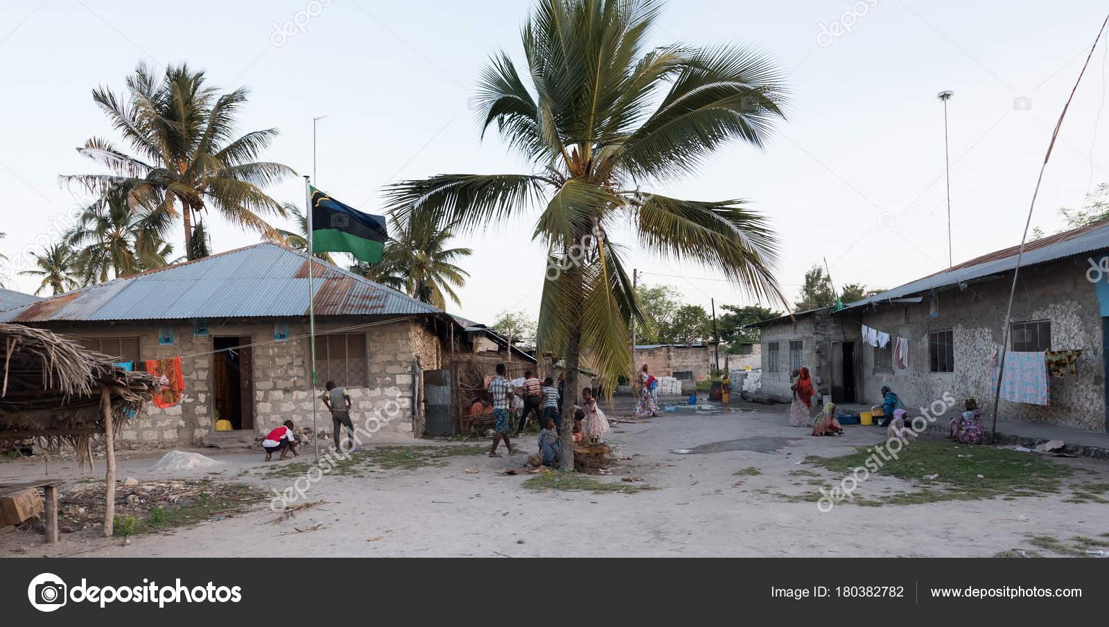 Life in a small village of Zanzibar – Stock Editorial Photo