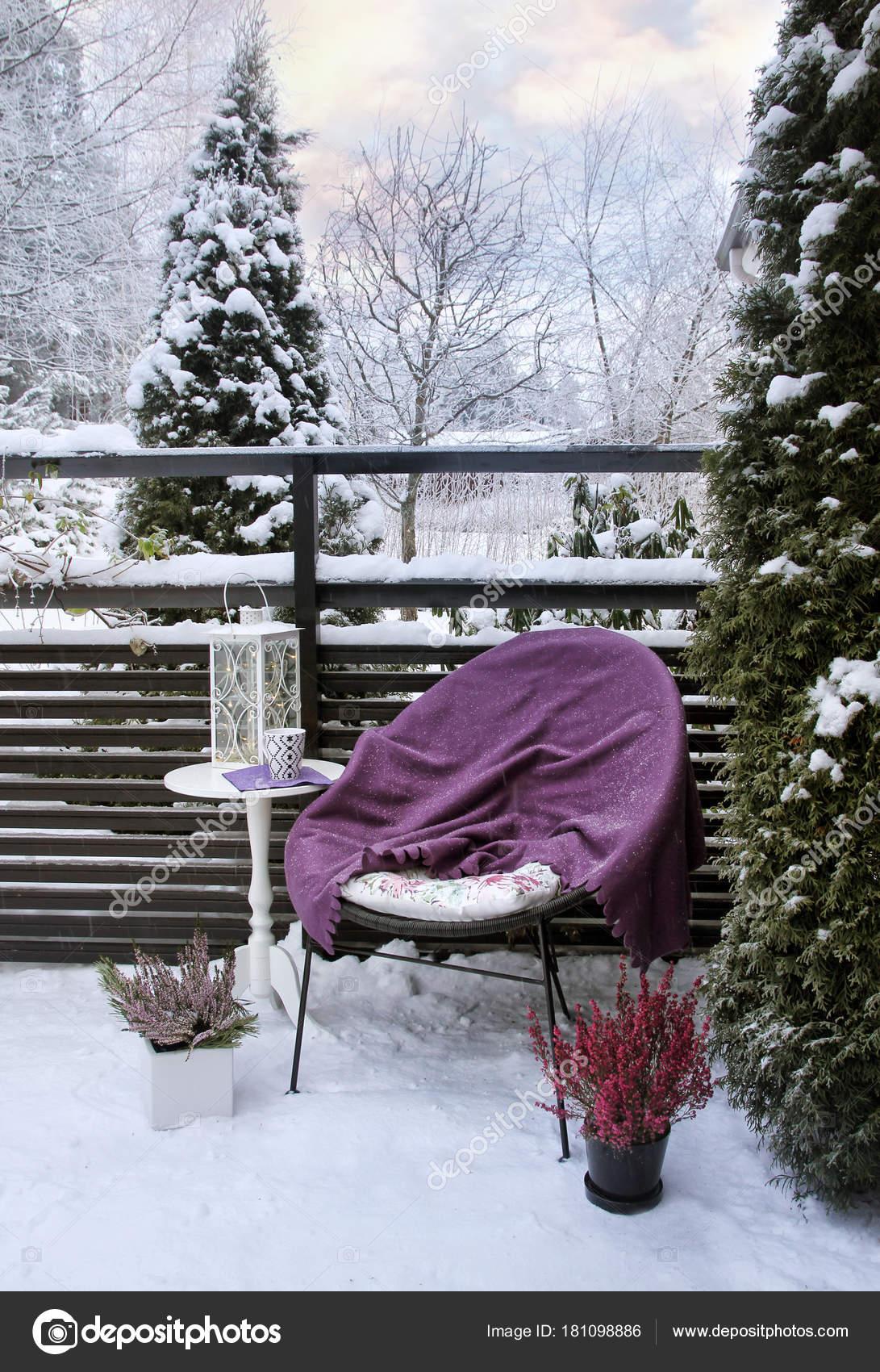 Winter Feeling Auf Verschneiten Garten Terrasse Stockfoto