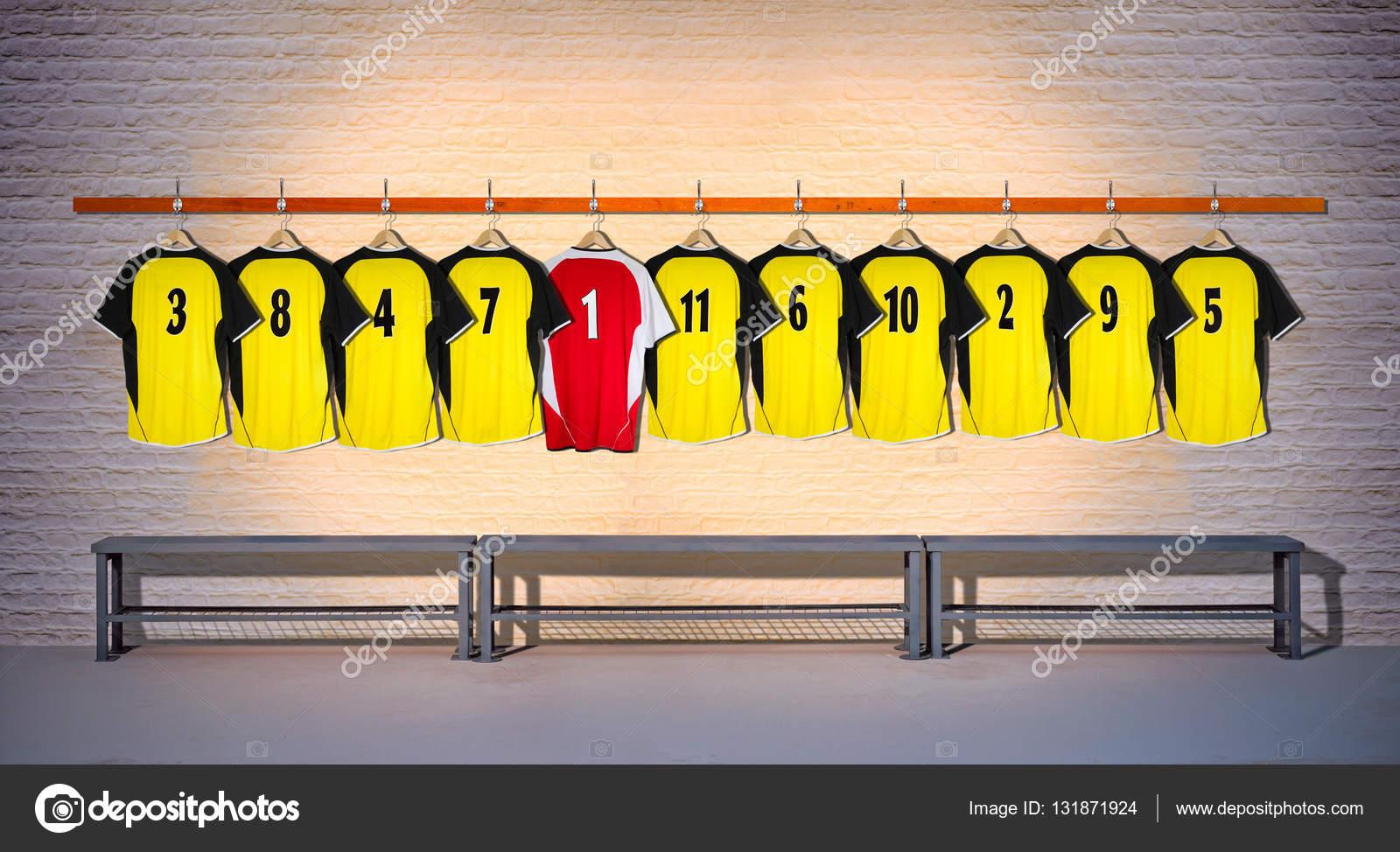 95fe0daf3cf2 Κίτρινες και μαύρες μπλούζες ποδοσφαίρου — Φωτογραφία Αρχείου © owen ...