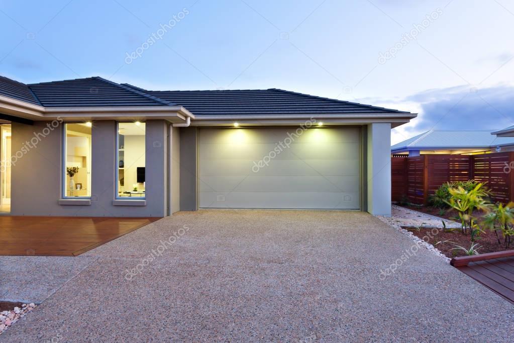 garage con un cortile lunghezza ed ampiezza di