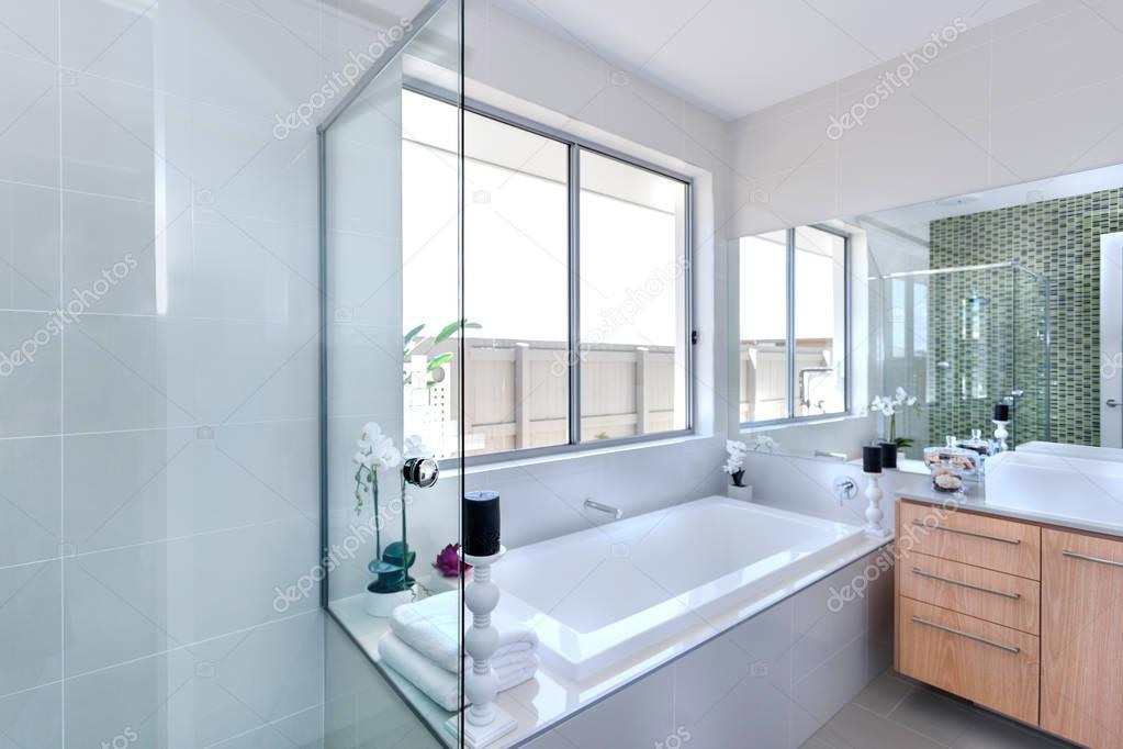 Vasche Da Bagno Moderne : Bagno moderno concentrandosi su vasca da bagno in un lussuoso