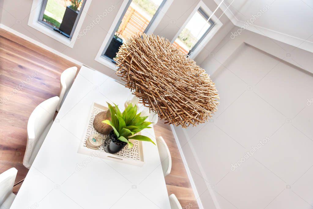 Moderne dining kamer decoratie met inbegrip van rotan of bamboe nest
