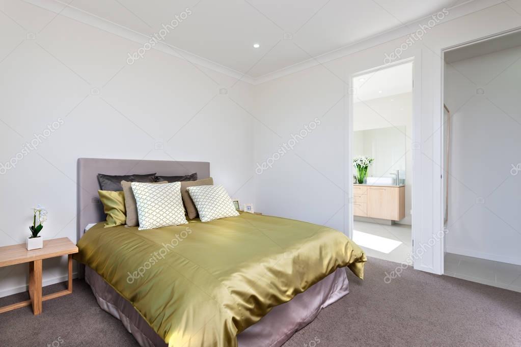Close up beeld van het moderne slaapkamer interieur met ingang van
