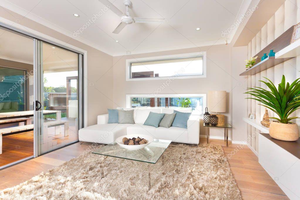 Moderne woonkamer interieur van een luxe huis stockfoto for Interni case lusso