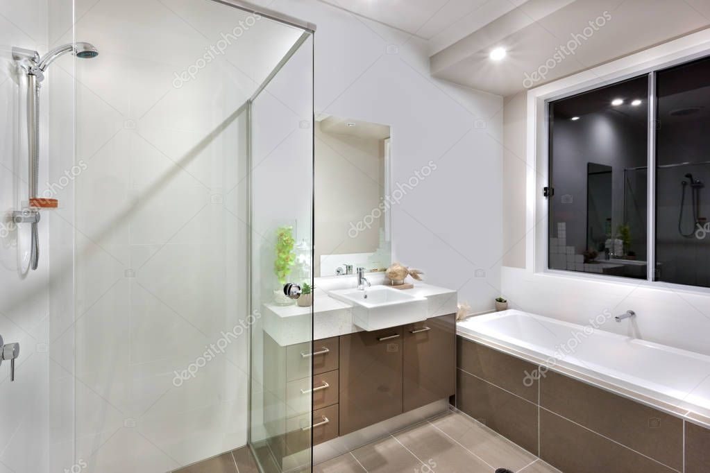 Nouvelle salle de bain avec lavabo zone, y compris la ...