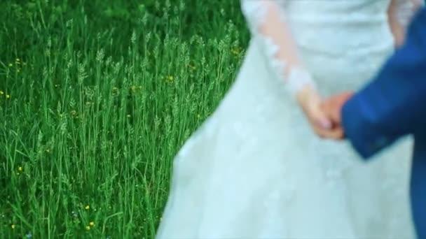 Sarchiatura tema Holding mani sposi