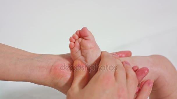 Anya kis kézműves láb masszírozó