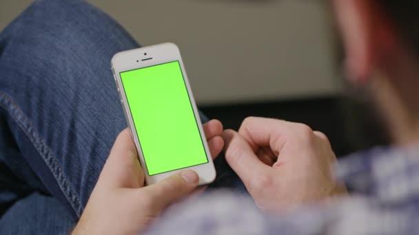Zelená obrazovka telefonu muž