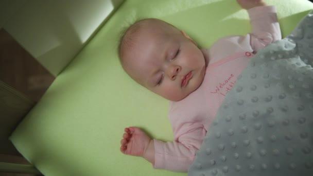 Horní pohled spící novorozeně dolly zastřelil