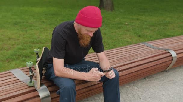 Readhead Hipster Smartfone a Skateboard