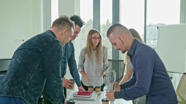 Händedruck bei Business Meeting mit Teamwork