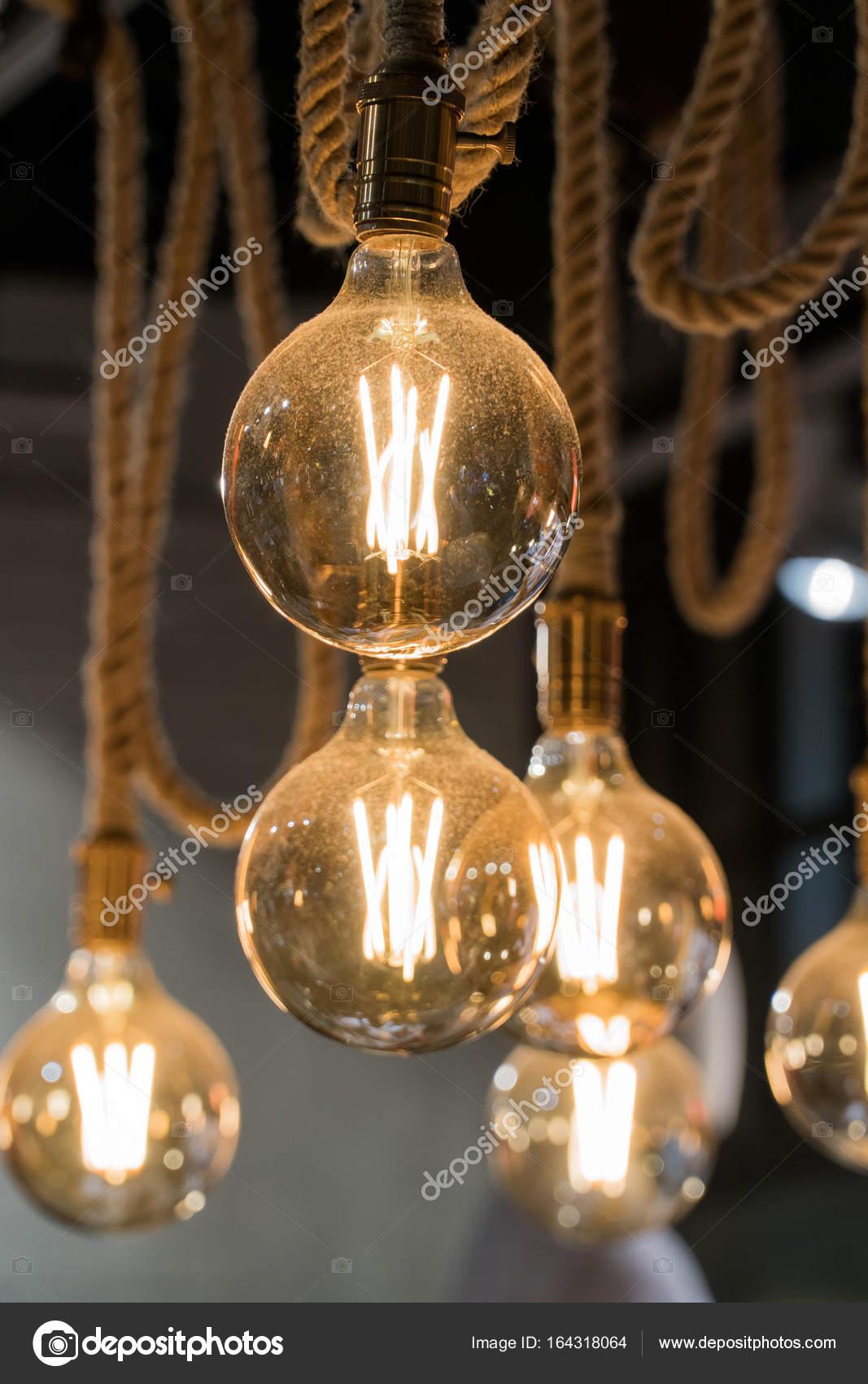 Vintage l mpadas fixadas em cordas elegante decora o do for Vintage lampen