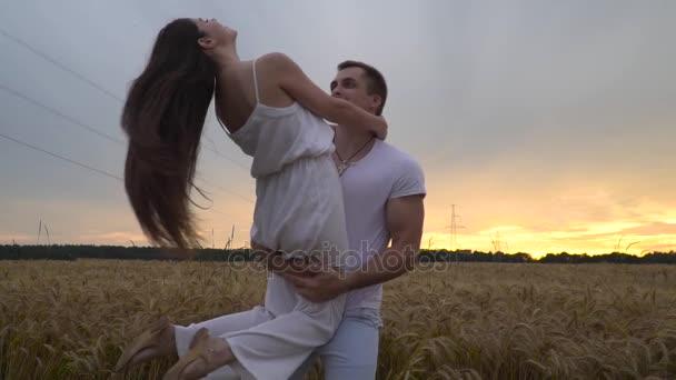 Видео секса на пшеничном поле