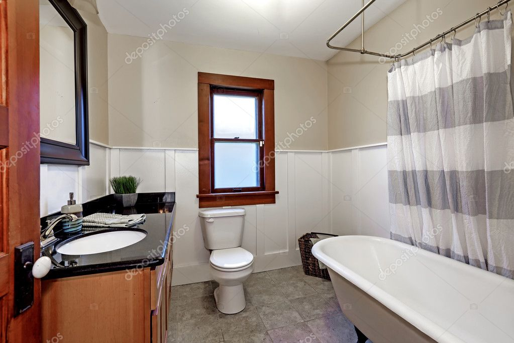 Simple Style Renovated Bathroom Interior In Old American House Stock Photo