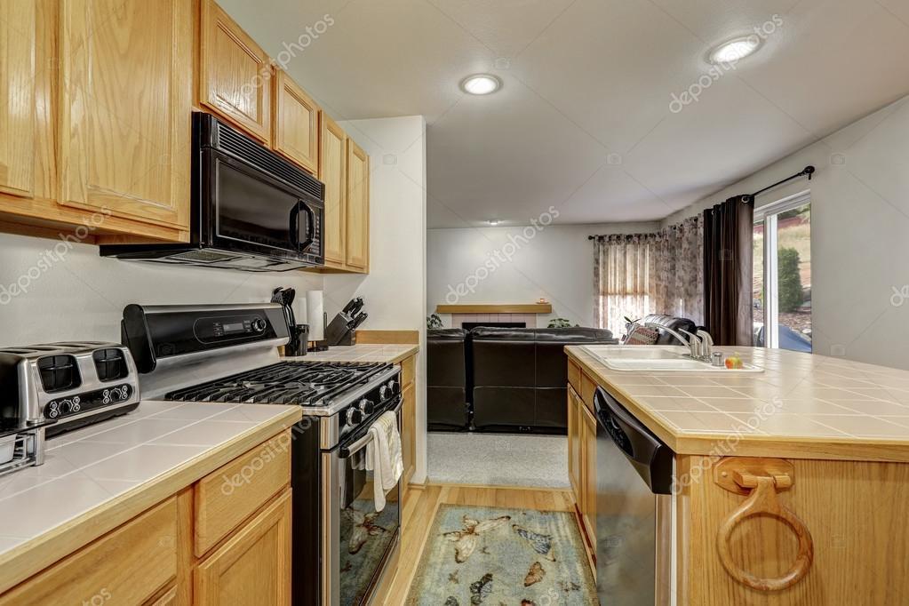 Wooden Kitchen Interior With Large Kitchen Island U2014 Fotografia De Stock