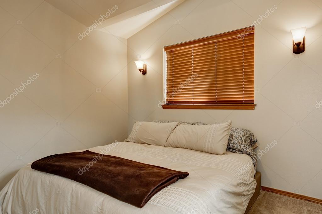 Hellen Tönen Schlafzimmer Innenraum mit Teppichboden — Stockfoto ...