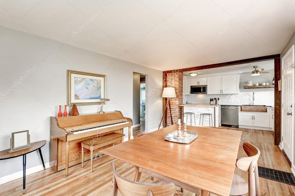 Eetkamer Keuken Open : Open keuken eetkamer interieur met piano u2014 stockfoto © iriana88w