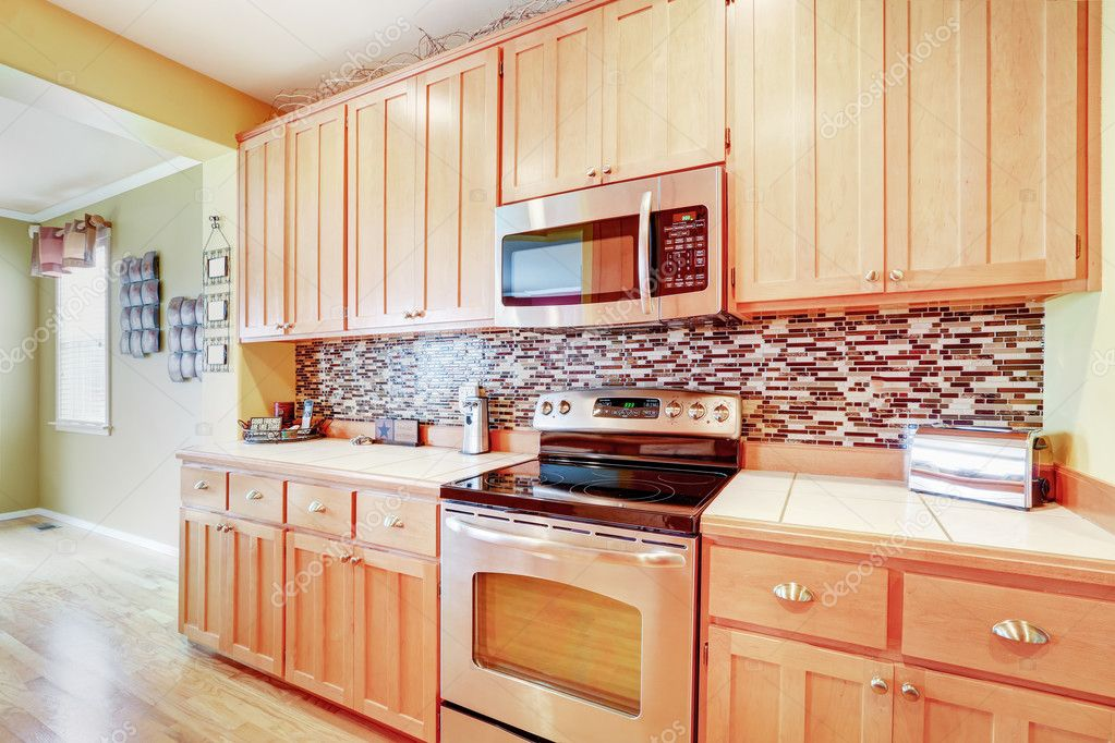 Photos Kitchen Backsplashes Light Wood Cabinets With