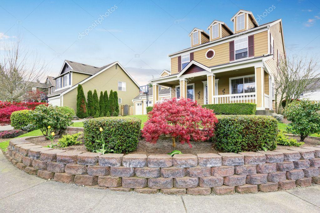 Amerikaanse huis buitenkant met overdekt terras en kolommen