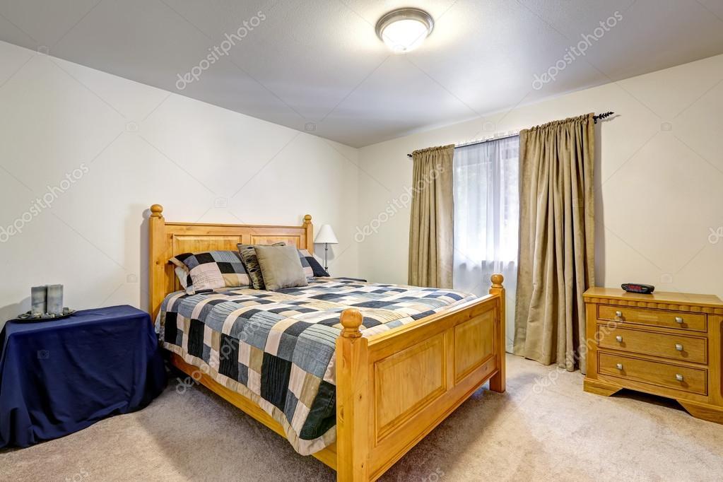 Interno camera da letto dell\'uomo con letto colorato grigio ...