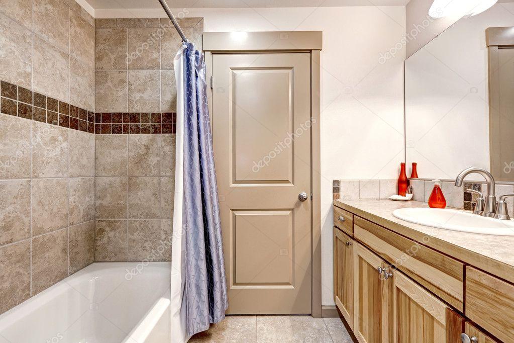 Badezimmer sauber Beige und weiß — Stockfoto © iriana88w ...