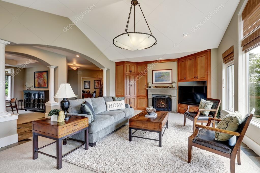 Klassieke woonkamer interieur in luxe huis — Stockfoto © iriana88w ...
