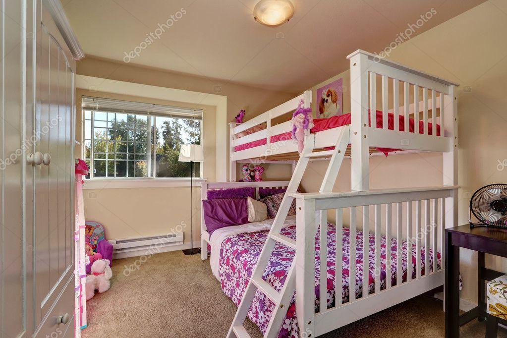 Etagenbett Mädchen : Schöne mädchen schlafzimmer mit etagenbett und teppichboden