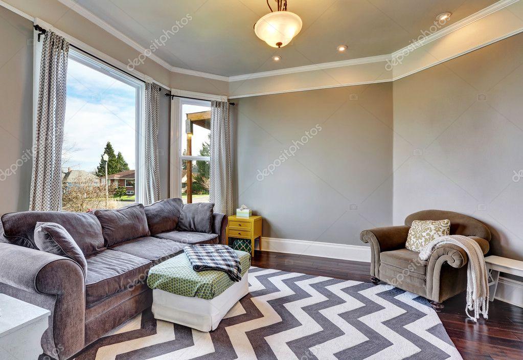 https://st3.depositphotos.com/1041088/12856/i/950/depositphotos_128568094-stockafbeelding-beige-en-bruin-interieur-van.jpg