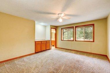 Interior of empty room with carpet floor.