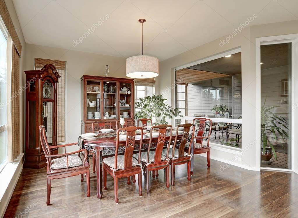 Een Klassiek Interieur : Klassiek interieur van de eetkamer in luxe huis u2014 stockfoto