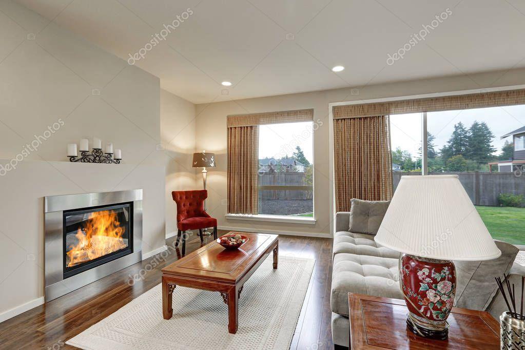 Typisch amerikaans familiekamer interieur in lichte kleuren