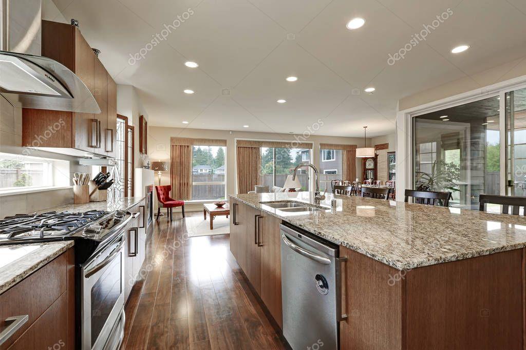 Keuken Grote Open : Heldere moderne open keuken keuken kamer interieur u2014 stockfoto