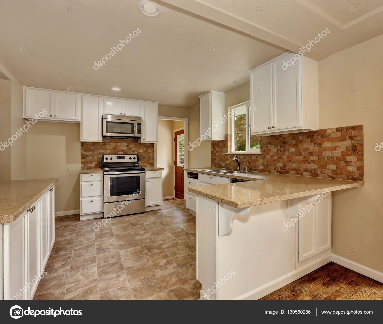 Interiore della camera cucina stile americano classico ...