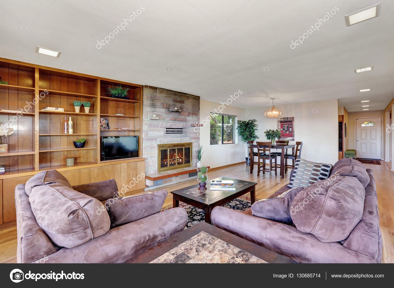 Interni ben arredato soggiorno e sala da pranzo — Foto Stock ...