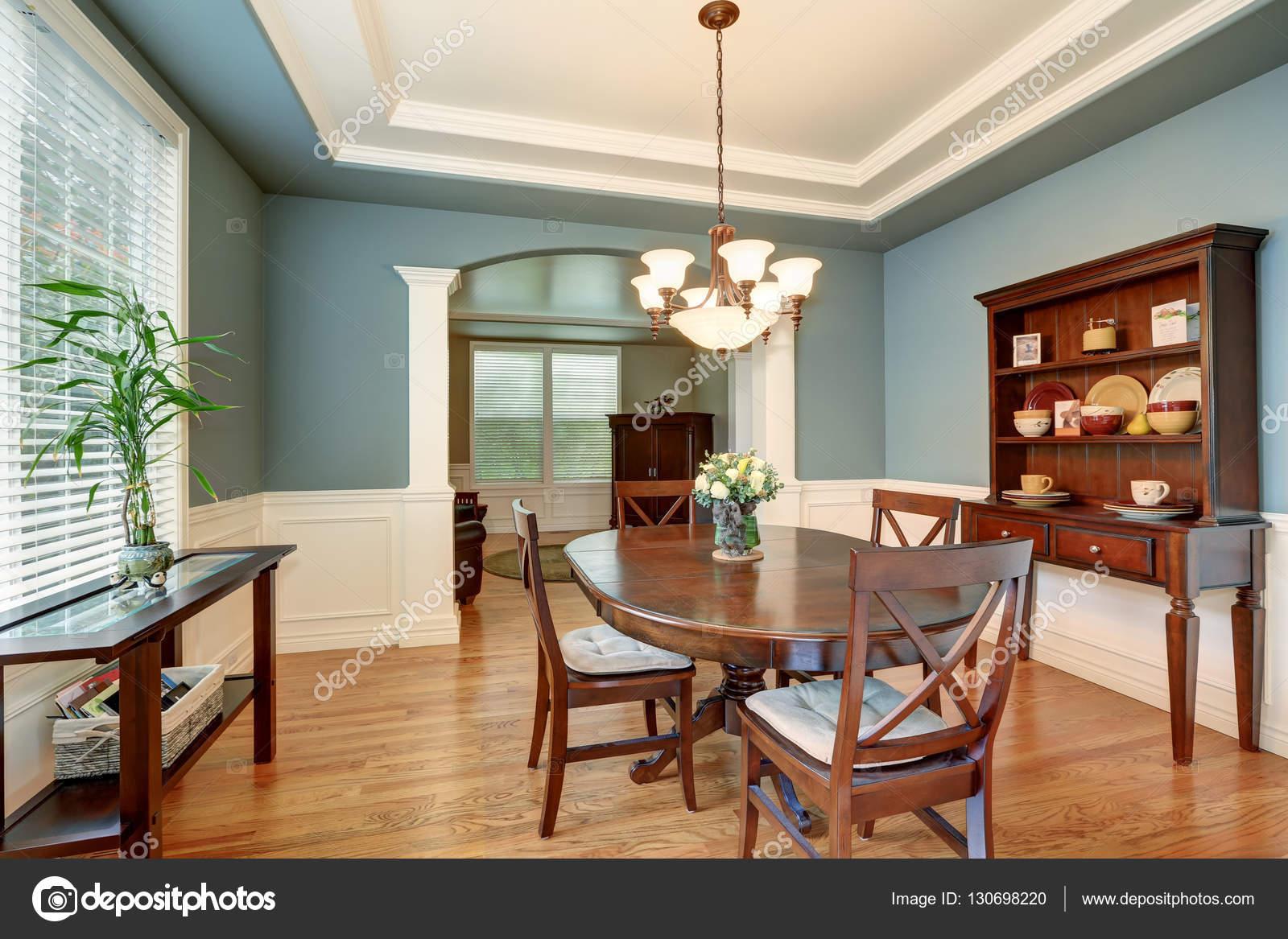 Sala da pranzo classica americana interno con le pareti verdi — Foto Stock © ...