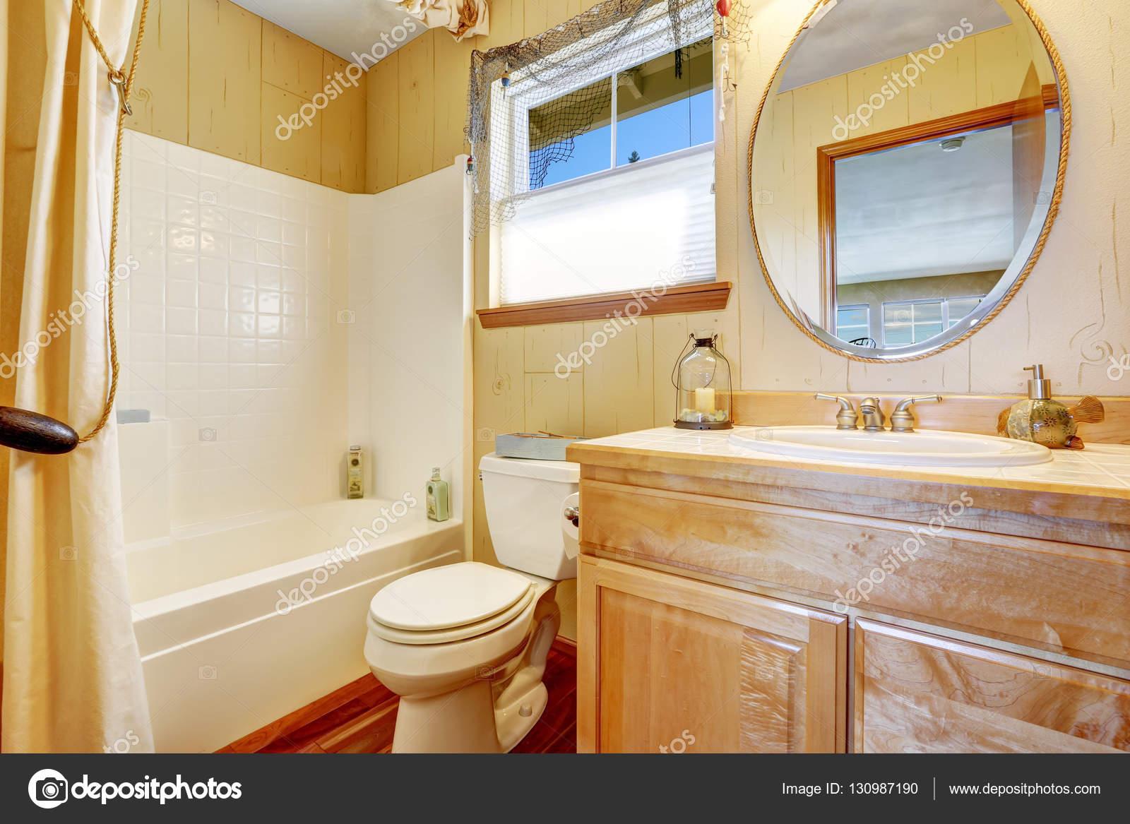 Wnętrze łazienki Styl Marine W żółtych Odcieniach Beżu