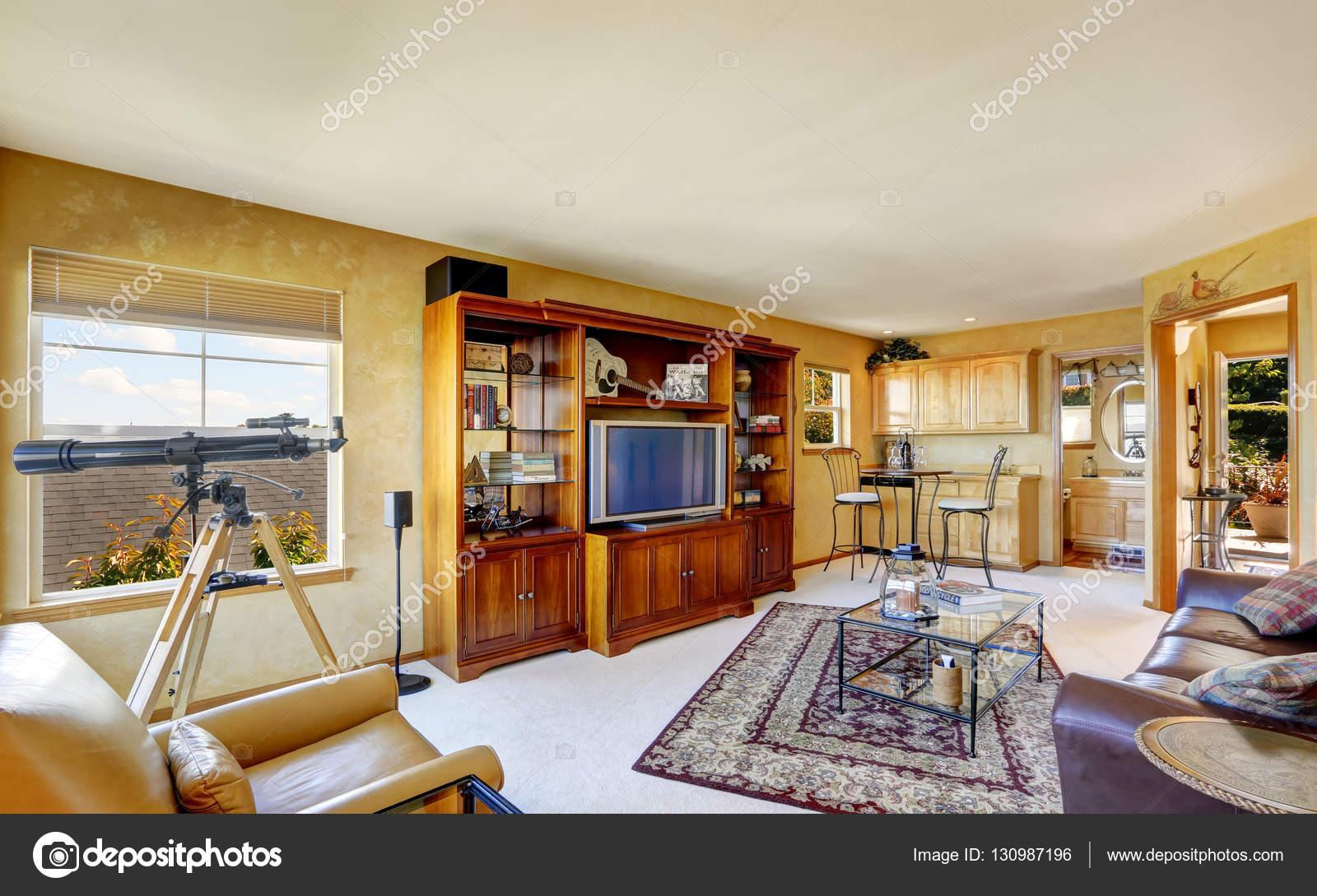 Compacte Woonkamer Inrichting : Compacte woonkamer interieur in duplex huis u stockfoto