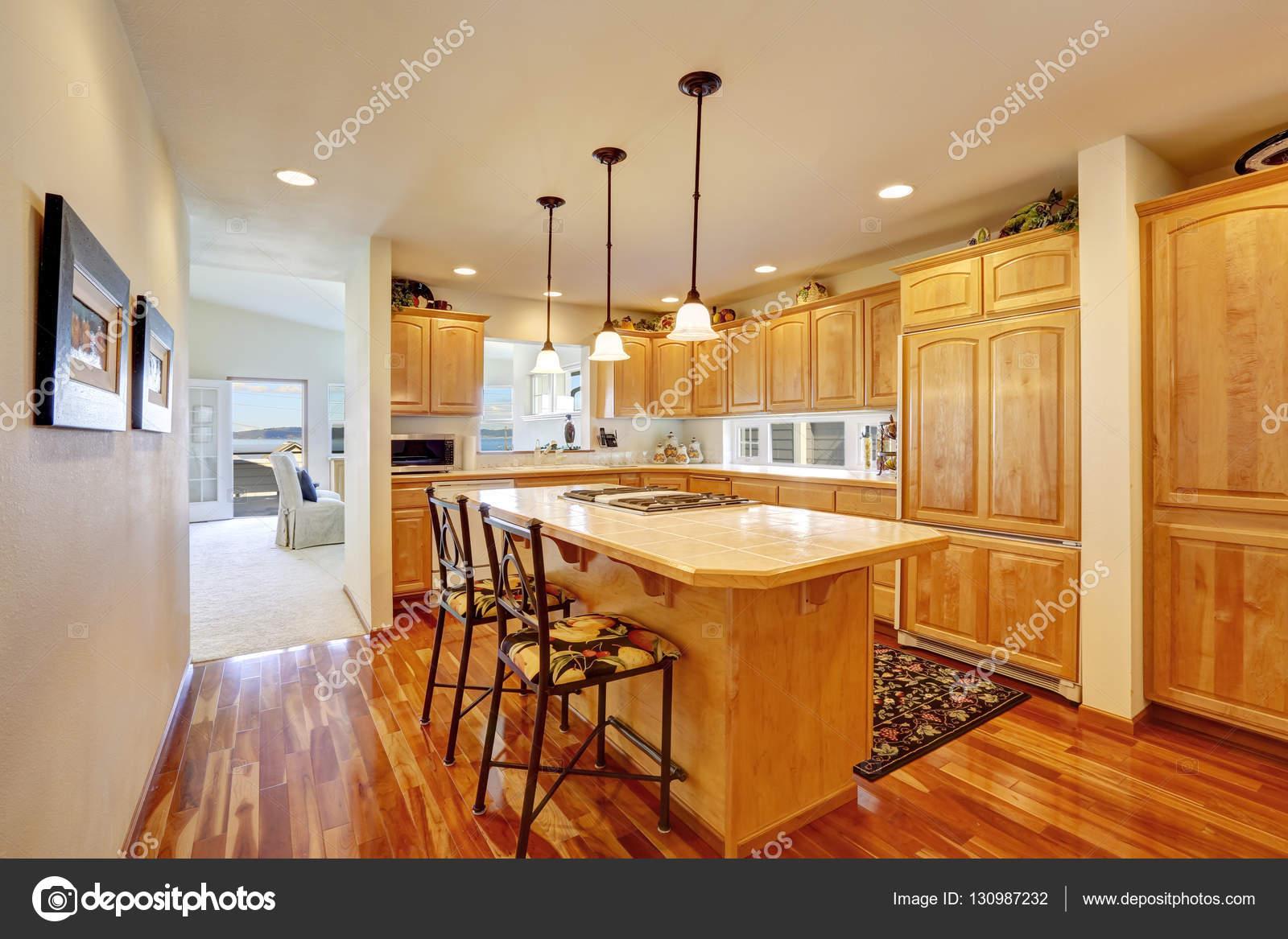 Holzküche Speicher Kombination bar Stil Kücheninsel mit Hocker ...