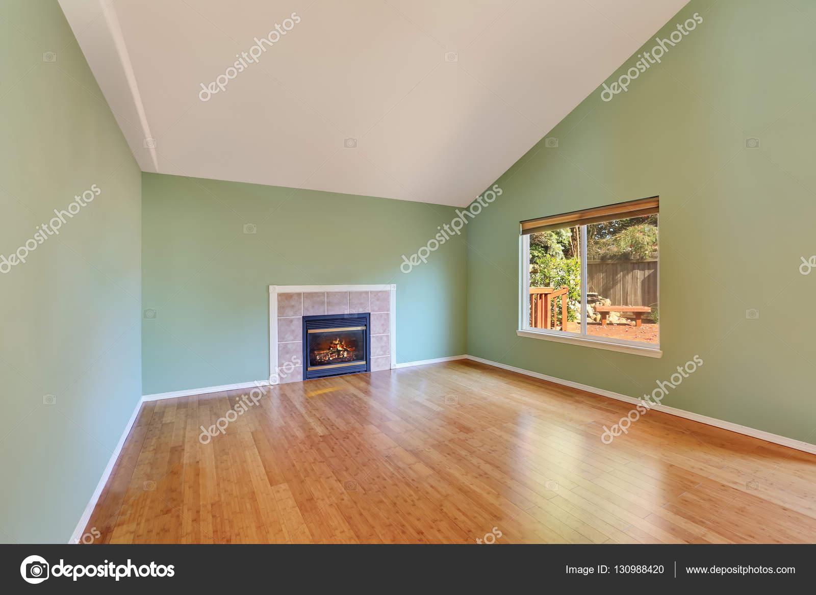Lege woonkamer interieur in een nieuw bouw huis u stockfoto