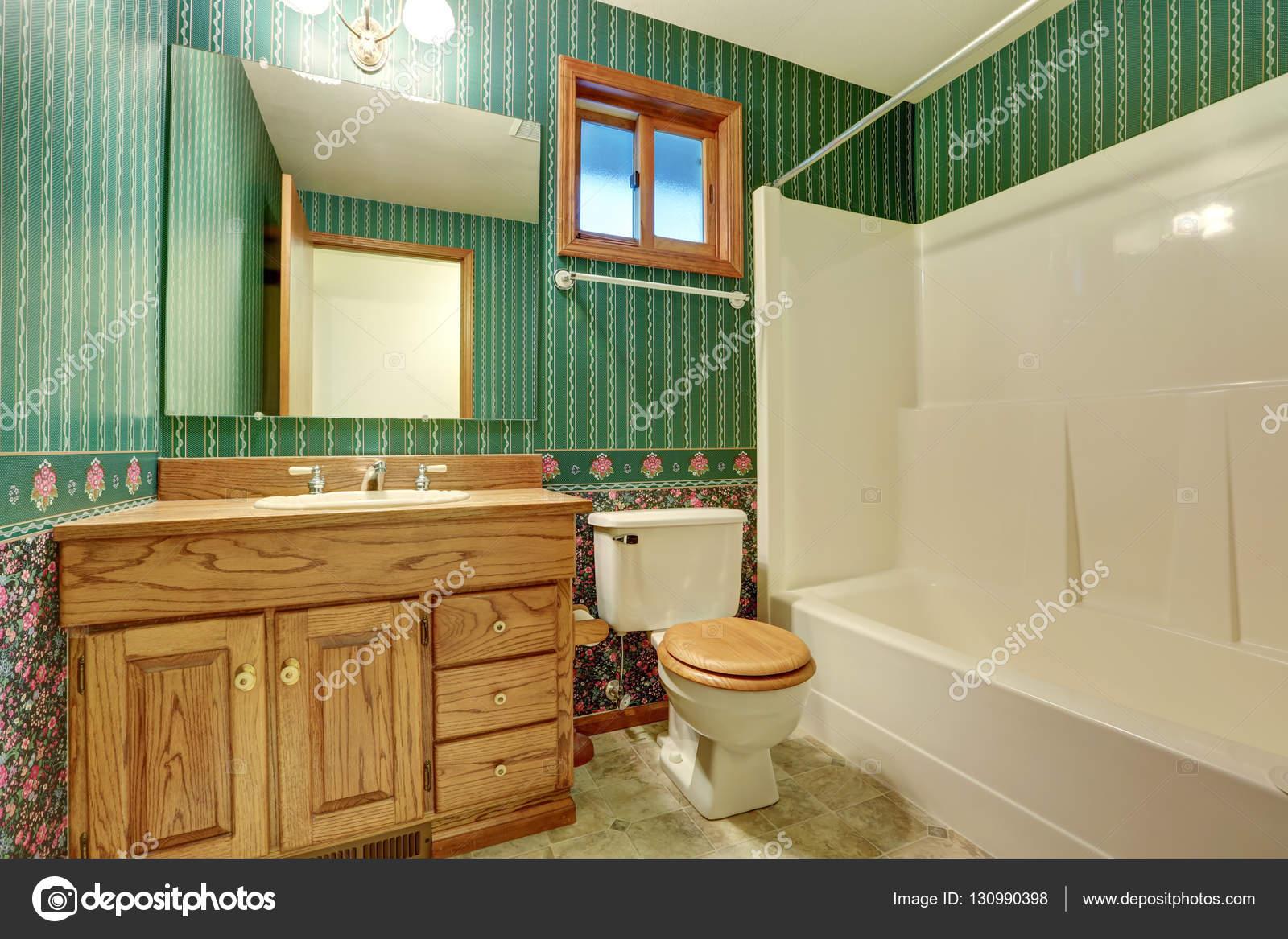 Grüne Bad Innenarchitektur im Vintage-Stil — Stockfoto © iriana88w ...
