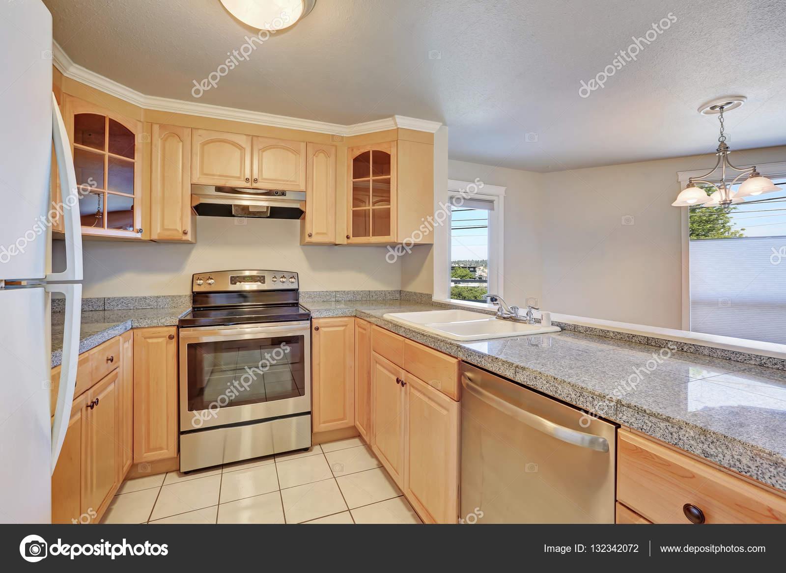 Interno della camera di bella cucina a forma di u — Foto Stock ...