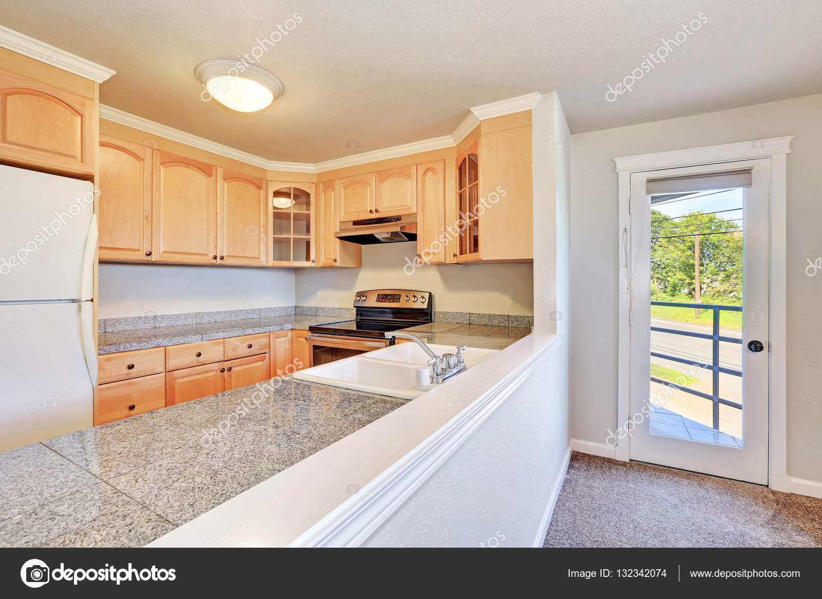 Wnętrze Pokoju Miła Kuchnia W Kształcie Litery U Zdjęcie